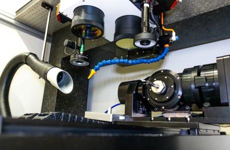 5 osé laserové mikroobráběcí centrum s multibeam technologií